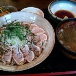 地鶏たたき丼