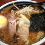黒ワンタン麺